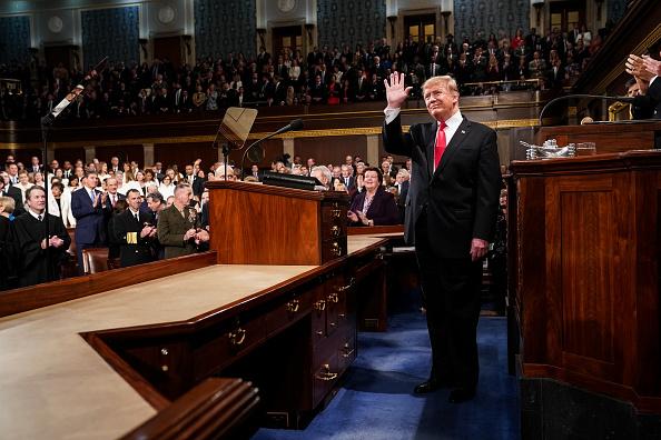 圖為美國總統特朗普2019年發表國情咨文,台下聽眾多次起立,致以掌聲。 (Doug Mills-Pool/Getty Images)
