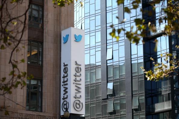 2020年10月17日,三藩市爆發抗議推特審查言論的集會。圖為推特公司位於三藩市的總部。(Justin Sullivan/Getty Images)