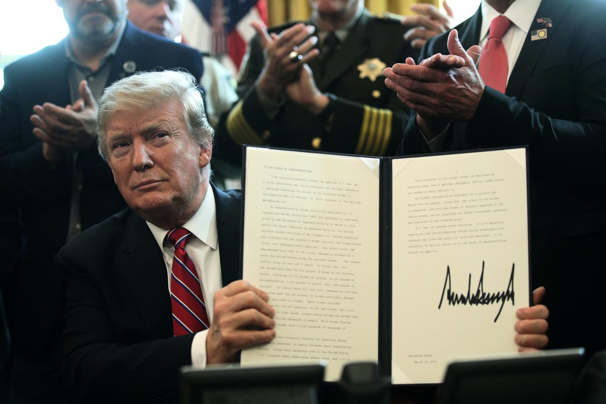 3月15日,美國總統特朗普否決了國會通過的反對邊境緊急聲明議案,這是特朗普在上任後首次動用否決權。(Photo by Alex Wong/Getty Images)