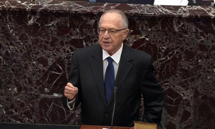 2020年1月27日,在華盛頓的美國國會大廈,美國總統特朗普的法律顧問艾倫·德肖維茨(Alan Dershowitz)在參議院對特朗普的彈劾案中發言。(Senate Television via Getty Images)