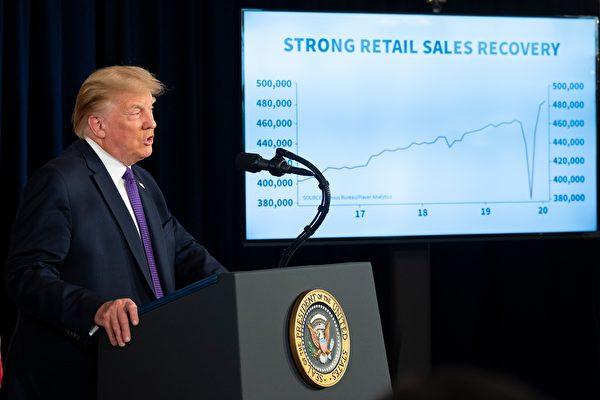 美國總統特朗普8月15日在新聞簡報會上表示,他正在考慮其它對中國科技公司的禁令。(JIM WATSON/AFP via Getty Images)