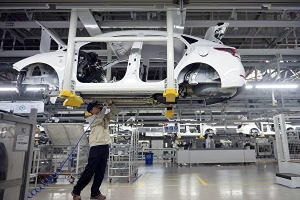 近年,中共對「中國製造2025」宣傳轉入低調,但仍暗中繼續執行及佈局此計劃。(STR/AFP/Getty Images)