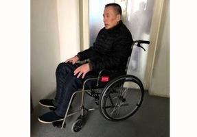 十三年冤獄 法輪功學員劉宏偉坐著輪椅出獄
