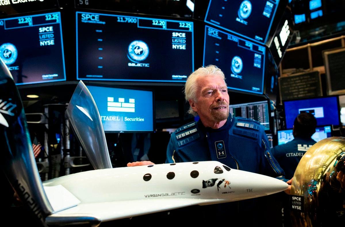 維珍銀河公司創始人理查德·布蘭森(Richard Branson)將於7月11日乘坐太空船試飛航班,比謝菲貝索斯(Jeff Bezos)早一步上太空。(OHANNES EISELE/AFP via Getty Images)