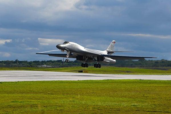 2020年9月10日,第34轟炸中隊的B-1B轟炸機降落在關島安德森空軍基地。(美國空軍)