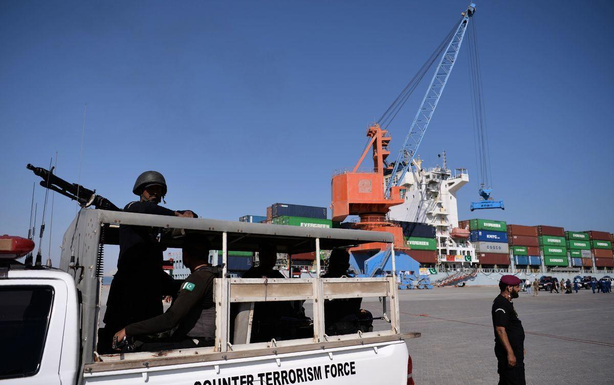 美媒上周報道,中巴「一帶一路」項目含有軍事設施,強化了外界對「一帶一路」項目包藏禍心的推測。專家說,這個報道揭露的內容「不足為奇」。圖為被中共控制的巴基斯坦瓜達爾港(Gwadar Port)。(AAMIR QURESHI/AFP/Getty Images)