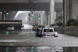 鄭州水災後缺水停電 市面現搶購潮