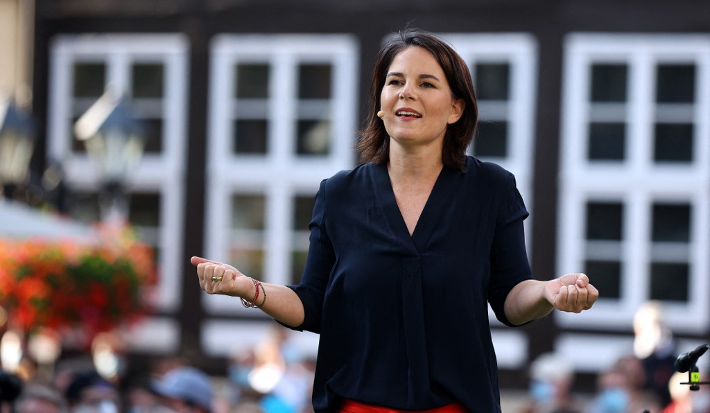 德國綠黨總理候選人貝爾博克(Annalena Baerbock)表示,歐盟應該對中國進口產品施加更嚴格壁壘(加徵高關稅),以防止傾銷和糟糕的環境標準。圖為2021年8月9日,貝爾博克現身綠黨集會。(Photo by Ronny Hartmann / AFP)