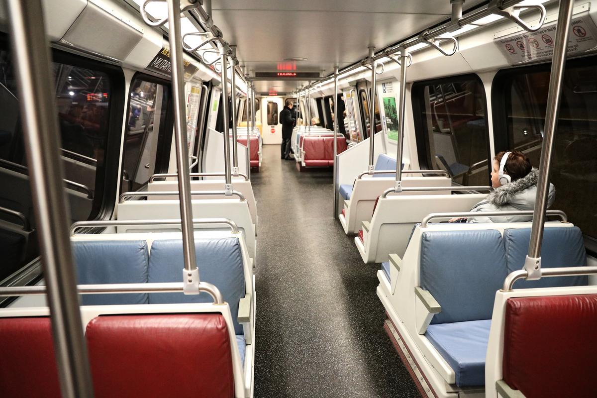 中共國有鐵路車輛製造商「中國中車」日前正在試圖獲得華盛頓特區的地鐵營運公司的一個地鐵列車項目,引發美國各界的安全擔憂。圖為一列華盛頓地鐵車廂。(Patrick Smith/Getty Images)
