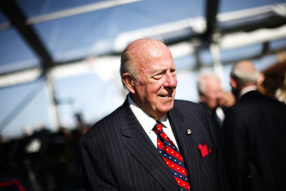 舒爾茲曾為三位美國總統服務。他最為人知的是1982年到1989年間擔任前美國總統列根的國務卿,也是第二次世界大戰以來任期最久的一位國務卿。 (Eric Thayer/Getty Images)
