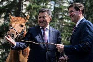 美防長訪問蒙古 商討抵制中共戰略合作