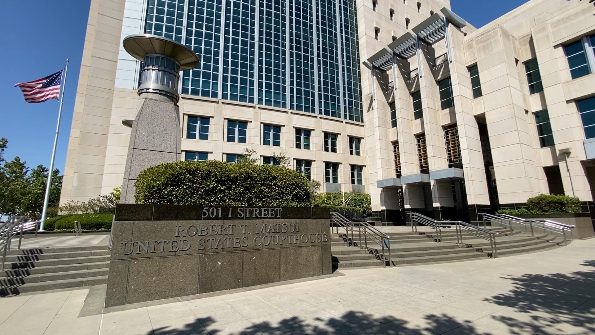 2020年7月24日,躲藏在中共駐三藩市總領館的女軍人唐娟被逮捕,7月27日出庭聆訊後,被法官下令繼續關押。圖為加州沙加緬度聯邦地方法院。(大紀元)