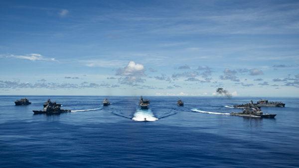 2020年9月25日,參加「勇敢之盾」(Valiant Shield)演習的各國軍艦在菲律賓海編隊航行,超過11,000人和100多架飛機參加了此次演習。(美國海軍)