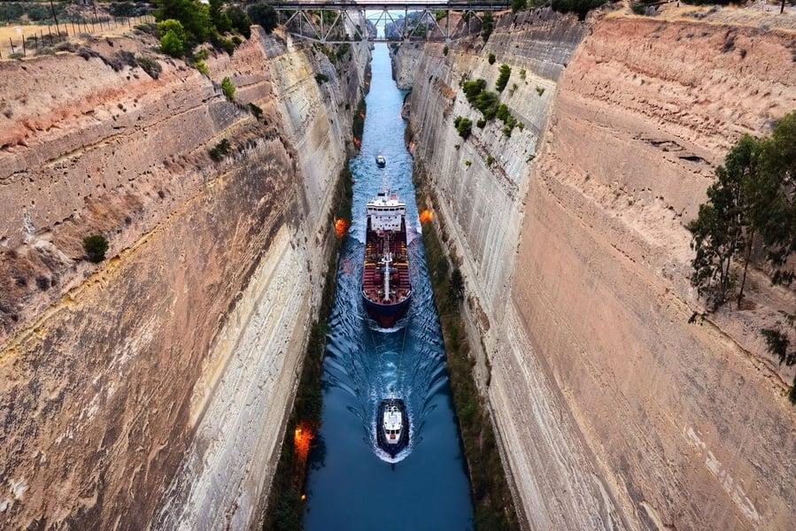 看大型遊輪通行世界最深運河 驚險無比