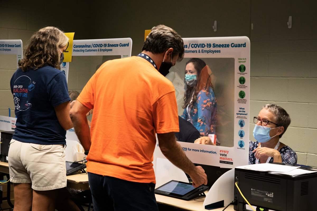 南卡羅來納州的選民2020年10月16日進行大選註冊。(LOGAN CYRUS/AFP via Getty Images)