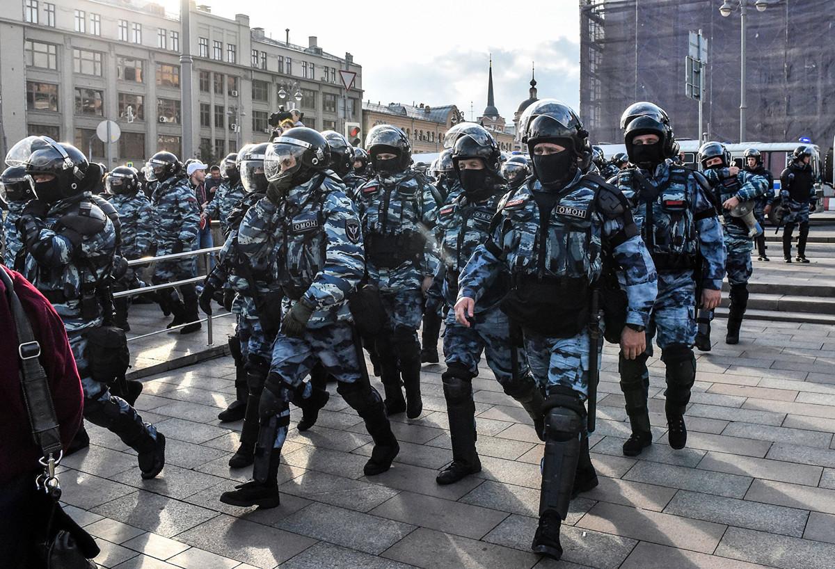 8月10日,俄羅斯發生該國8年來最大規模抗議活動。上萬名示威者走上街頭要求莫斯科市政自由選舉的權力。(Vasily MAXIMOV/AFP)