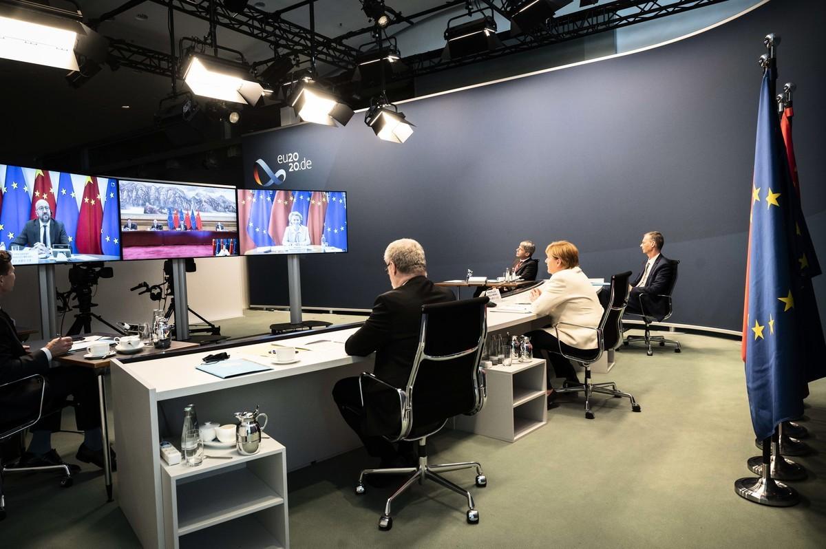 2020年9月14日,德國總理安格拉‧默克爾(Angela Merkel)以及歐盟委員會主席烏爾蘇拉‧馮德萊恩(Ursula von der Leyen)和歐盟理事會主席查理斯‧米歇爾(Charles Michel),與中共最高領導人習近平進行視像會議。(Sandra Steins - Pool/Getty Images)