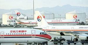 機艙氧氣罩脫落 東方航空客機迫降南昌機場