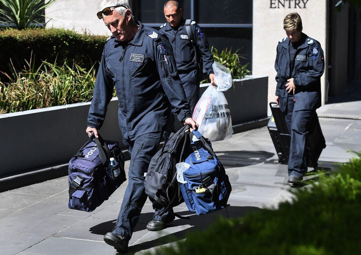 周三(1月9日),在不同地區的多個國家領事館裏均發現可疑包裹。(WILLIAM WEST/AFP/Getty Images)