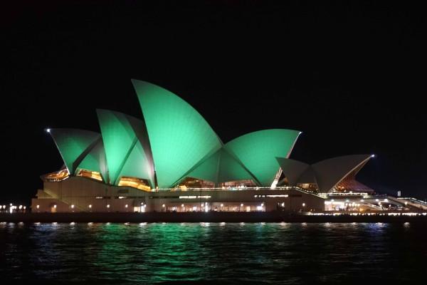 被染綠的地標建築——澳洲悉尼歌劇院(燕楠/大紀元)