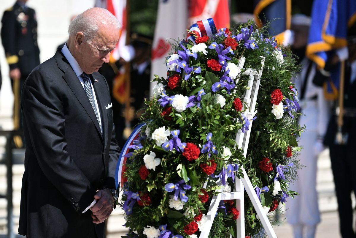2021年5月31日是美國一年一度的「陣亡將士紀念日」(Memorial Day)。美國總統拜登在阿靈頓國家公墓參加紀念儀式。(MANDEL NGAN/AFP via Getty Images)