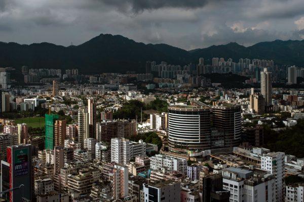 此前中國大陸大型房仲集團「我愛我家」副總裁胡景暉曾公開表示,「長租公寓爆倉,一定比P2P爆雷更厲害」。圖為示意圖。 (AFP)