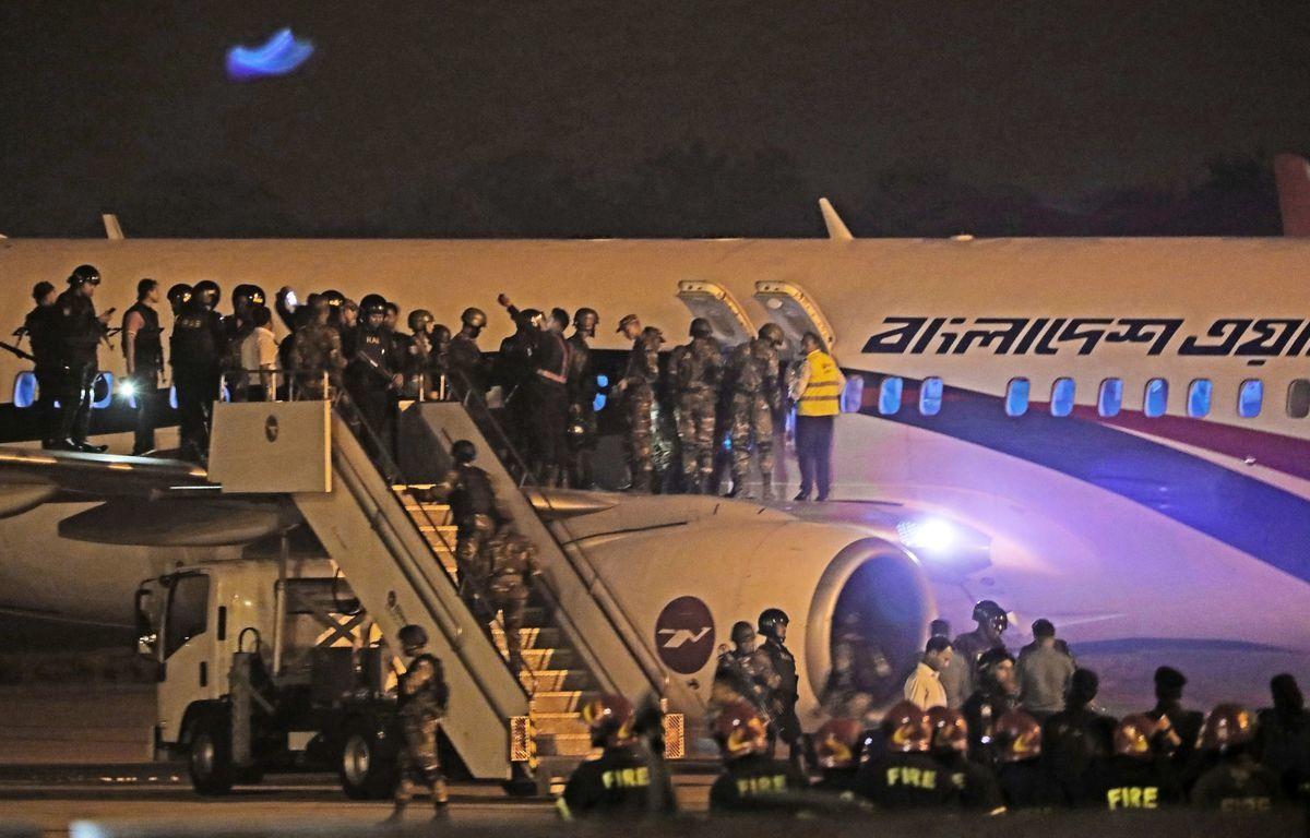 周日(2月24日),一架來自孟加拉國民航(Biman Bangladesh Airlines)的飛機因遭遇「恐怖份子」,起飛40分鐘被迫降落,機上142名乘客全部安全落地。恐怖份子嫌疑人已被抓獲。(STR/AFP/Getty Images)