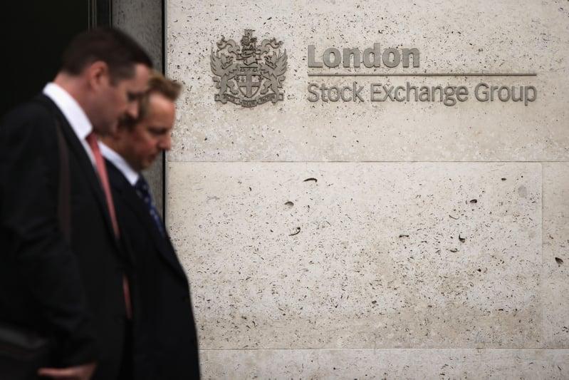 圖為倫敦證券交易所外。(Oli Scarff/Getty Images)