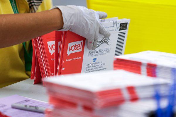根據美國大選結果,多個州都出現原本領先的候選人,在點算「郵寄選票」後被對手反超。(JASON REDMOND/AFP via Getty Images)