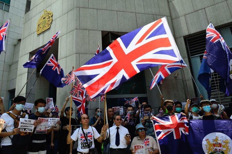 逾千港人英領事館請願 表達兩大訴求