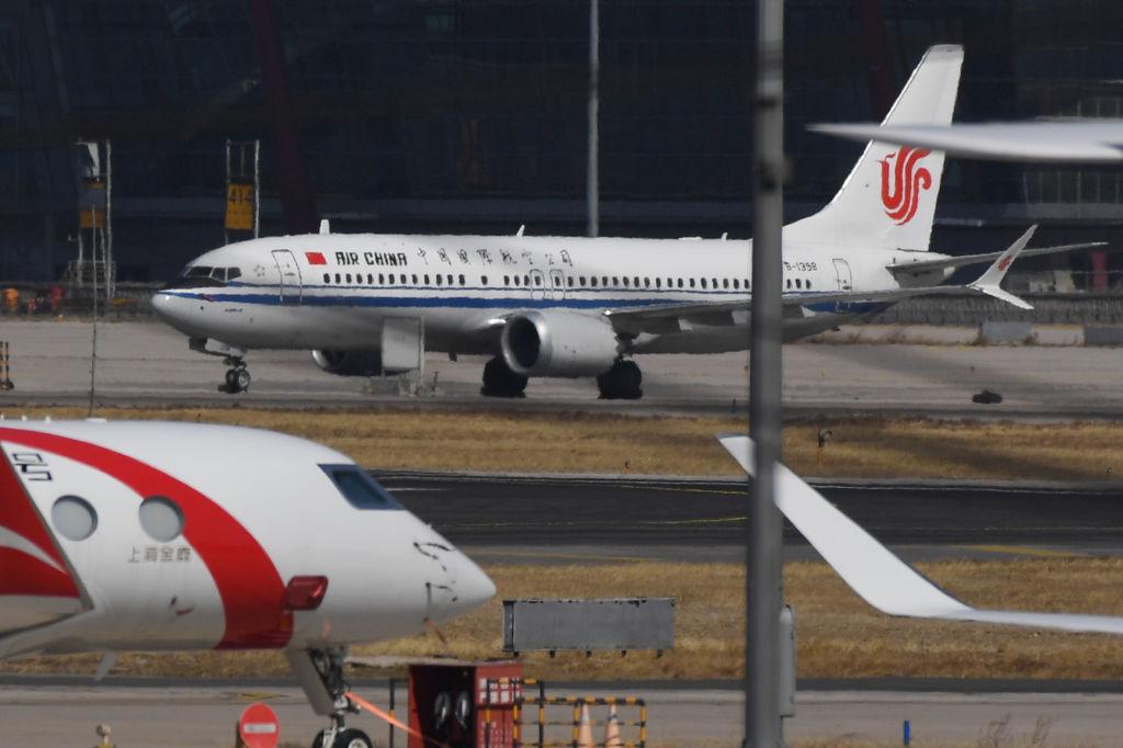 3月11日,一架國航的波音737 MAX 8停在北京國際機場。( GREG BAKER/AFP/Getty Images)