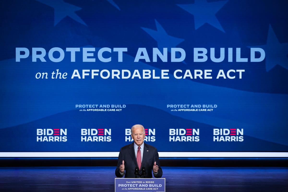 2020年10月28日,時任民主黨美國總統參選人拜登在特拉華州皇后劇院發表有關平價醫療法案(ACA)的講話。(Drew Angerer/Getty Images)