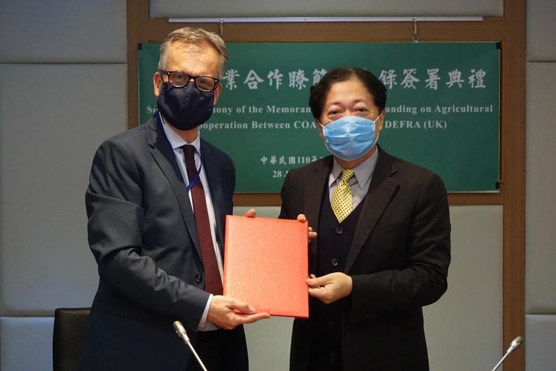 台灣與英國1月28日簽署「台英農業合作了解備忘錄」。(農委會提供)