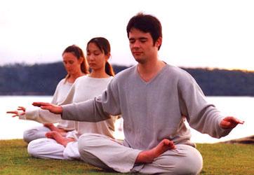 中西醫師王金鐸表示,可以透過氣功、打坐鍛鍊,來充足人體能量系統,同時增加身體健康與保護力。(大紀元圖片庫)