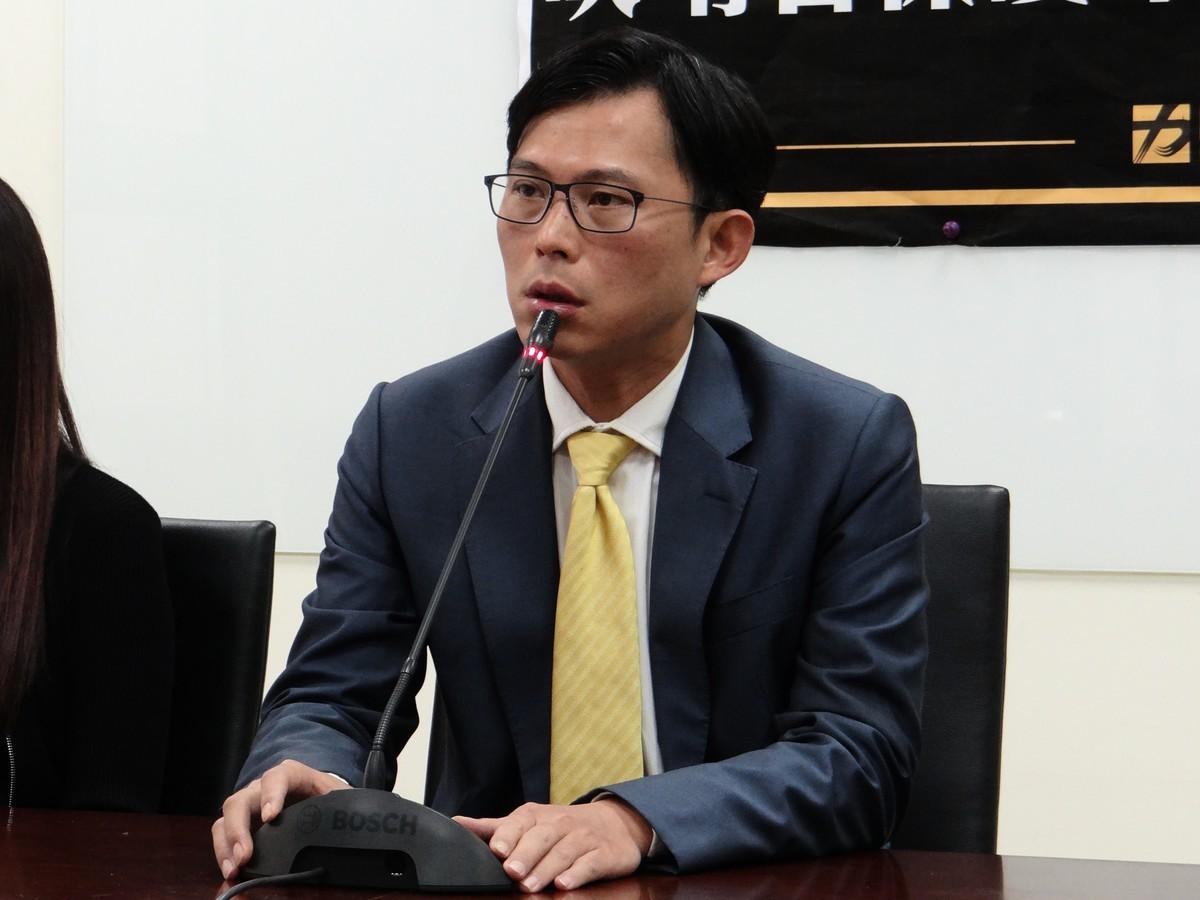 時代力量立委黃國昌表示,連就事論事的能力都缺乏的人,未來要如何帶領台灣前進?攻擊媒體有失總統候選人格局。(袁世鋼/大紀元)