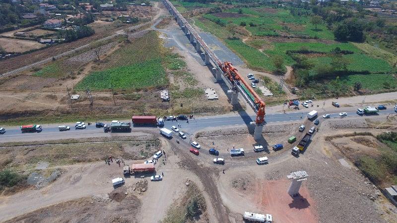 肯雅政府與中共簽訂的「一帶一路」蒙內鐵路項目持續引發爭議,近日肯雅上訴法院判決該項目合約違法。圖為該項目一處修建現場航拍圖。(Christian odhiambo akuku/Wikimedia commons)