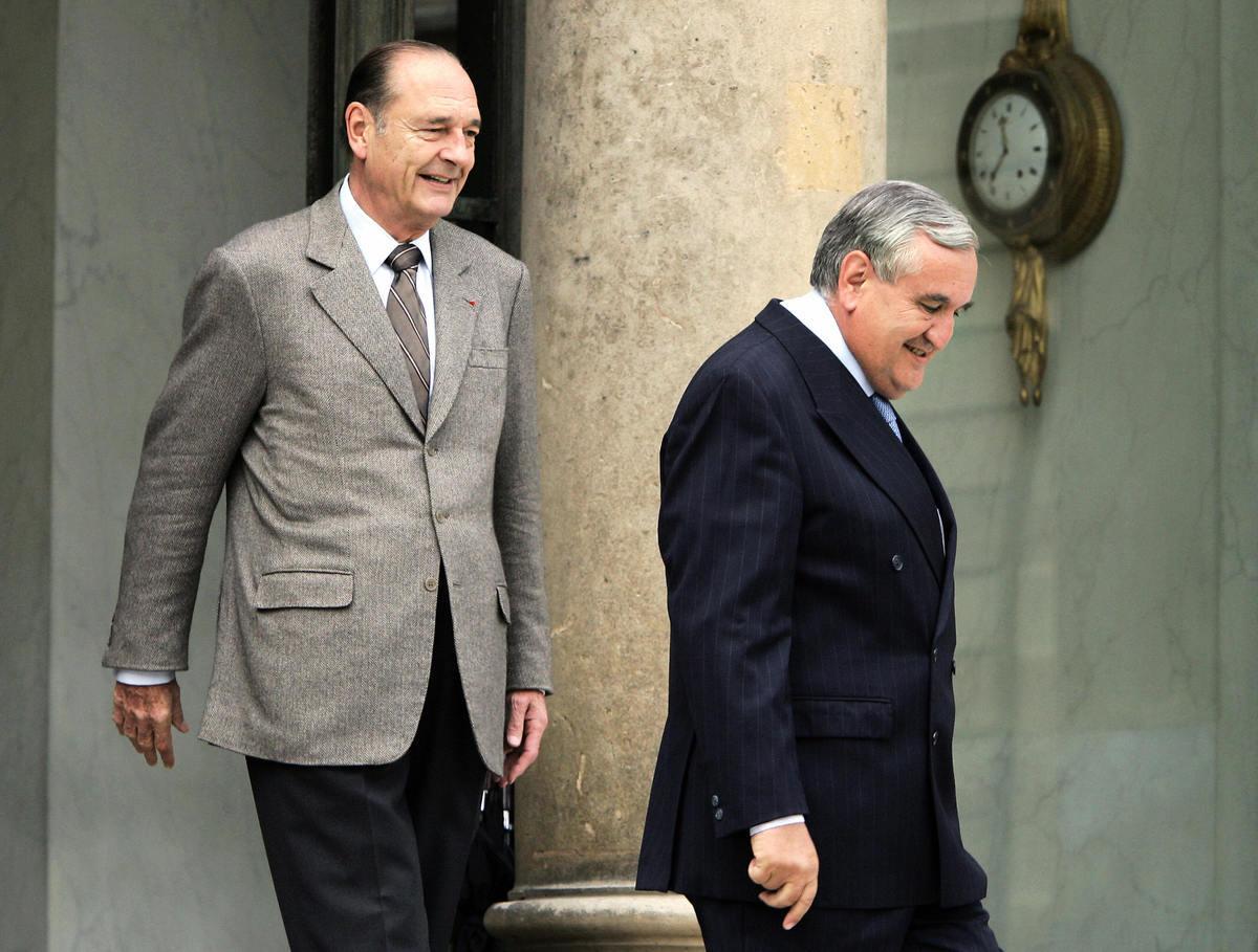 法國前總統希拉克(左)與前總理哈發林(右)倡議,對中共轉移P4技術(PATRICK KOVARIK/AFP via Getty Images)