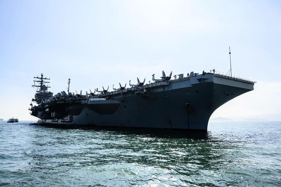 中共暫停美軍艦機赴港 網民吐槽