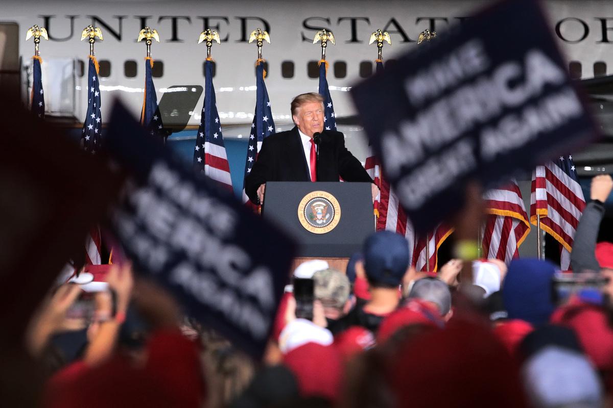 2020年9月17日,美國威斯康辛州莫西尼,特朗普總統在競選集會上發表講話。(Scott Olson/Getty Images)