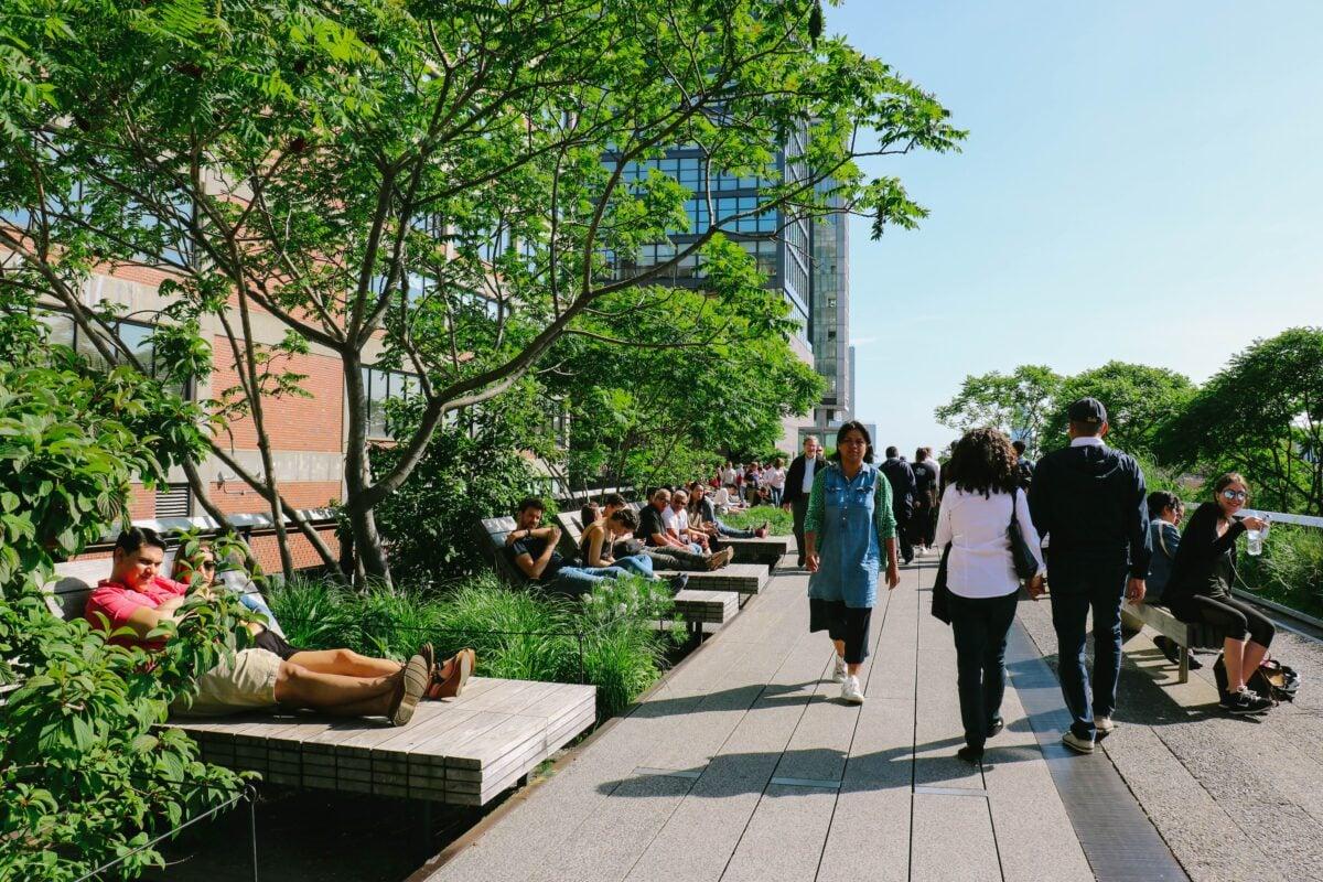 新的研究給了城市規劃者更多的鼓勵和洞察力,讓他們知道如何將綠色空間納入城市設計。(shutterstock)