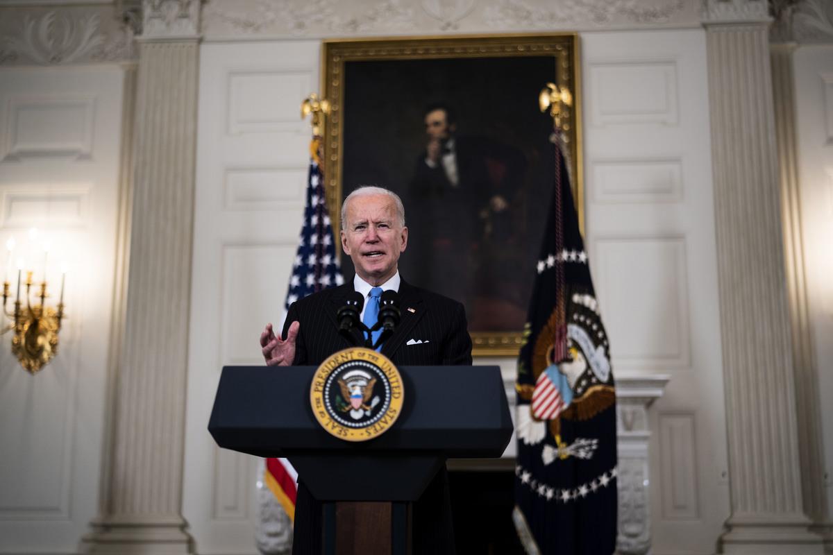 圖為2021年3月2日,美國總統拜登在白宮國宴廳發表講話。(Doug Mills-Pool/Getty Images)