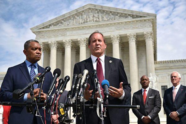 圖左二為德薩斯州總檢察長肯‧帕克斯頓(Ken Paxton)。(MANDEL NGAN/AFP/Getty Images)