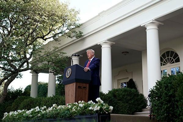 2020年7月14日,美國總統特朗普在白宮的記者會上宣佈,他簽署了《香港自治法》,並簽署了一項行政命令,終止香港的特殊待遇。(Drew Angerer/Getty Images)