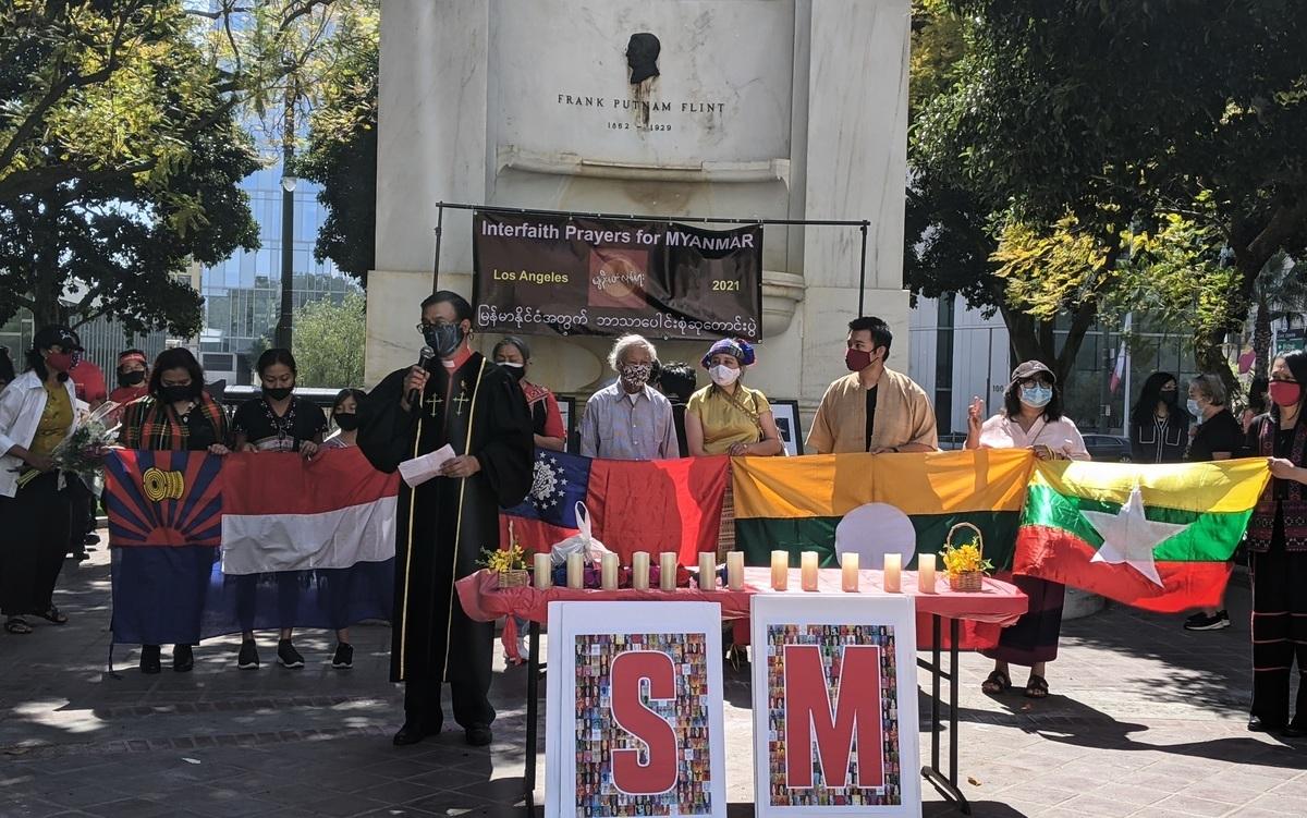 2021年4月3日下午2點,數百名民眾在洛杉磯市政府前參與由緬甸之友(Friend of Burma)舉辦的悼念活動。(徐繡惠/大紀元)