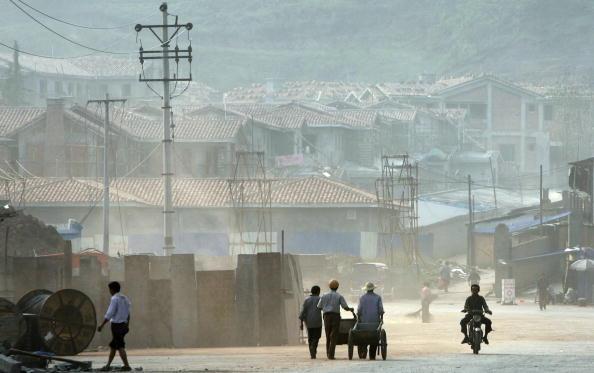 中共官員日前稱要過緊日子了,可是很多地區的人民一直在過苦日子。(China Photos/Getty Images )