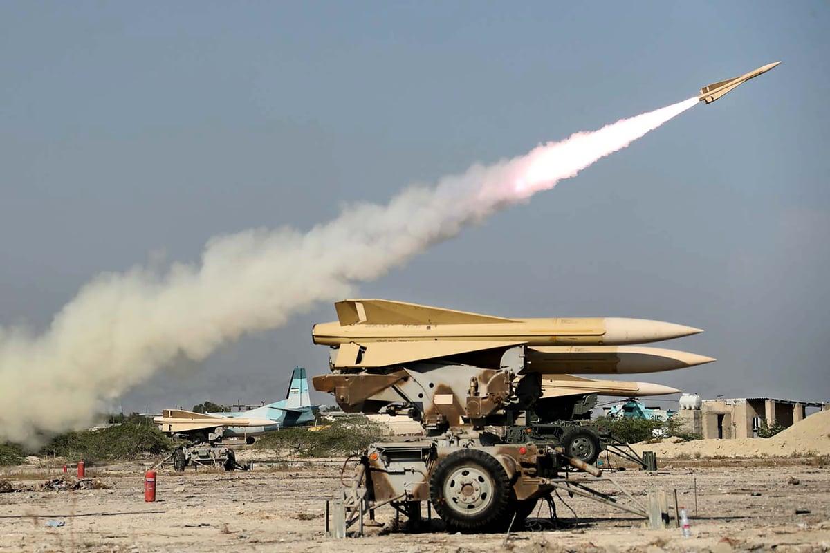 特朗普總統將於2020年9月21日發佈行政令,制裁涉及伊朗核武、導彈和常規武器計劃的二十多人和實體。圖為伊朗九月軍演時,發射的自製「薩拉姆切赫」(Shalamcheh)導彈。(Iranian Army office/AFP via Getty Images)