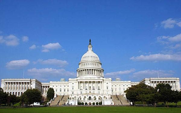 美國參議院周三(2021年7月14日)通過一項立法,禁止從中國新疆地區進口任何產品。美國國會大廈。(Stefan Zaklin/Getty Images)