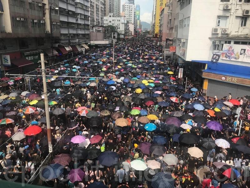 【7.27反送中組圖2】港人元朗上街反黑 人潮擠滿街道