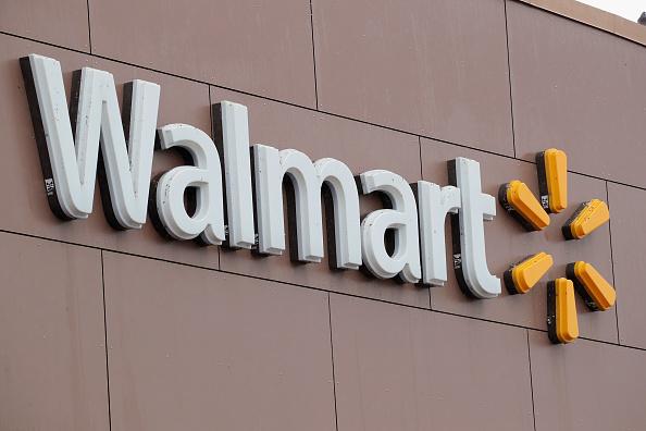從4月開始,沃爾瑪允許客戶通過谷歌的智能家居助手來進行語音購物。(Scott Olson/Getty Images)
