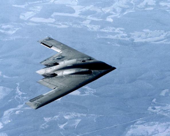 一架B-2隱身轟炸機的攻擊力非常強大。它除了能夠空射巡航導彈和炸彈之母等重型炸彈外,還能夠攜帶相當一定數量的核武器。(Gary Ell/US Air Force/Getty Images)